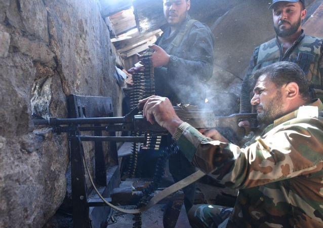 جنود سوريون في مخيم يرموك للاجئين جنوب دمشق، سوريا
