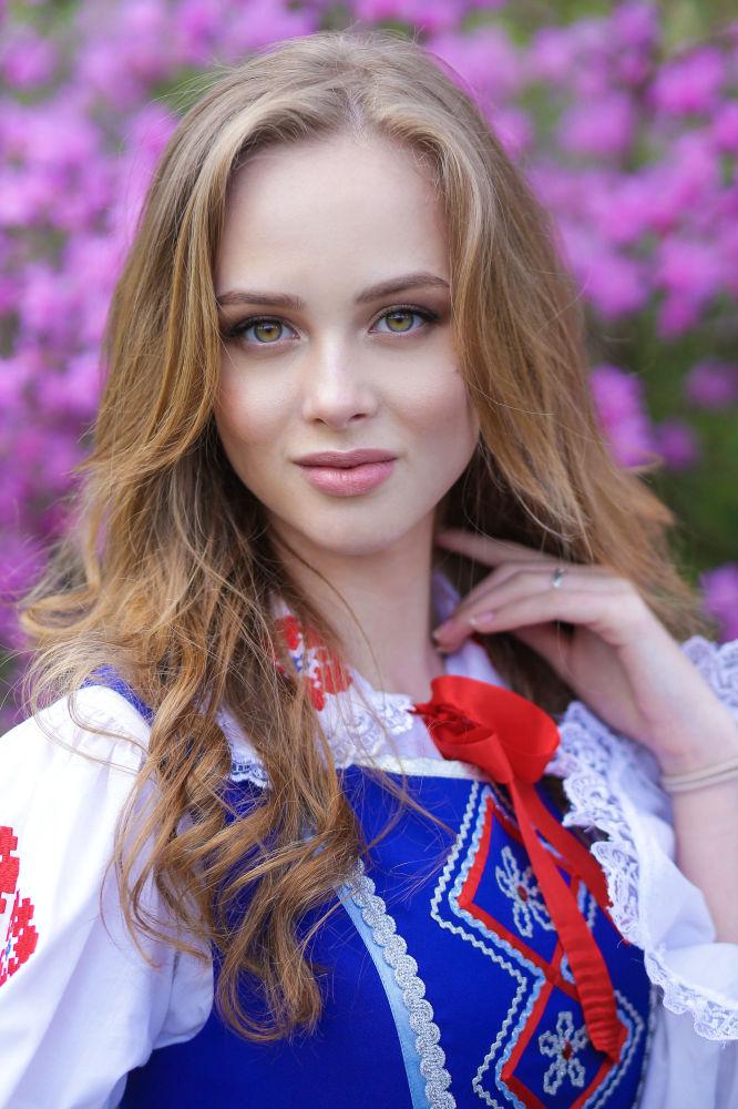 المشاركات في مسابقة جمال ملكة ربيع بيلاروسيا - فلادا فوديانوفا
