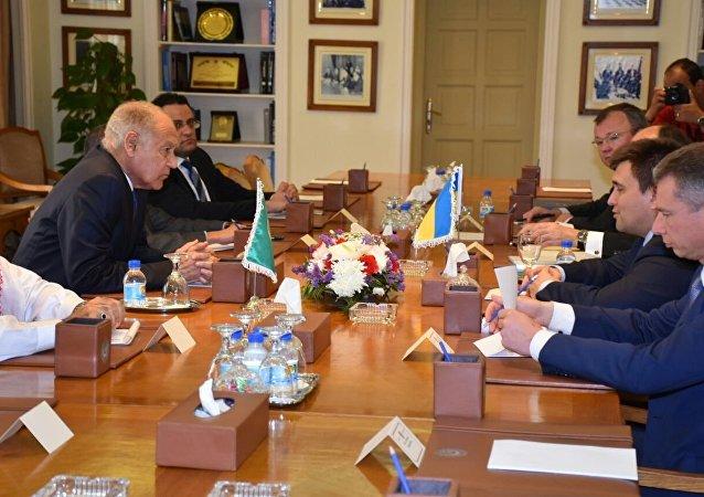 الأمين العام لجامعة الدول العربية، أحمد أبو الغيط وبافلو كليمكين وزير خارجية أوكرانيا