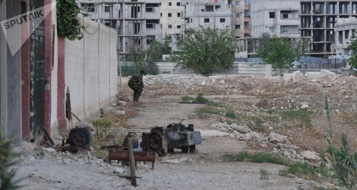 الوضع في سوريا -الجيش السوري في مخيم يرموك للاجئين الفلسطينيين في ضواحي العاصمة دمشق، سوريا