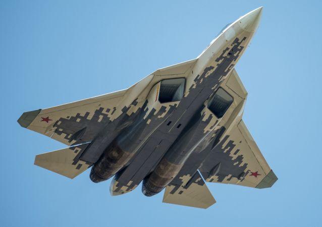 الجزء الجوي من العرض العسكري في موسكو بمناسبة عيد النصر - سو-57