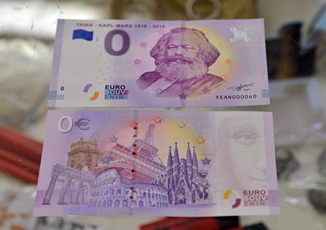 سلوفاكيا تصدر ورقة نقدية خاصة في يوم النصر