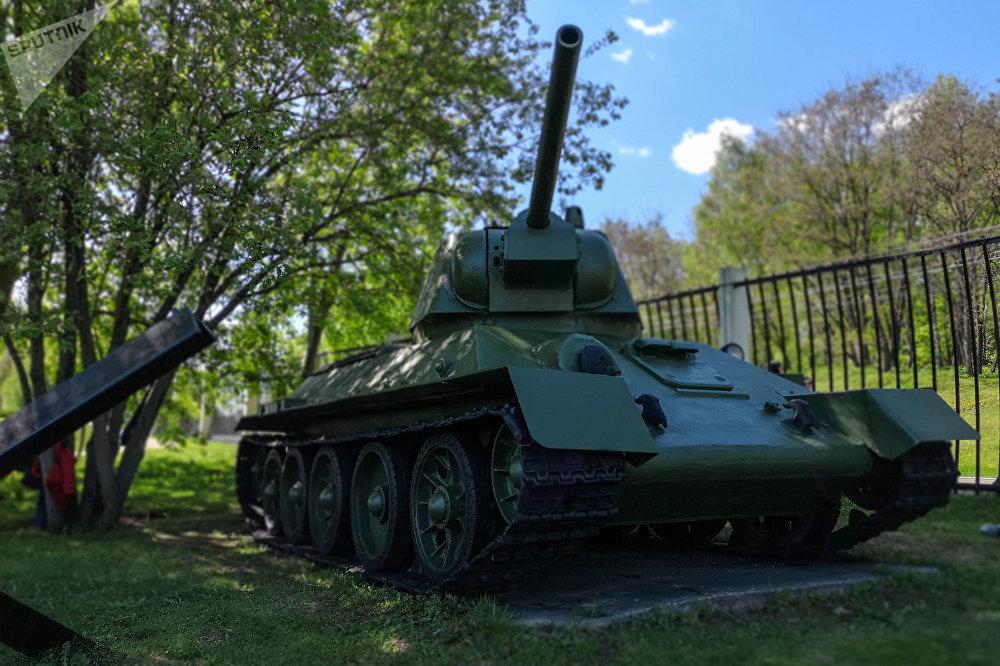 الدبابة السوفييتية المتوسطة تي – 34