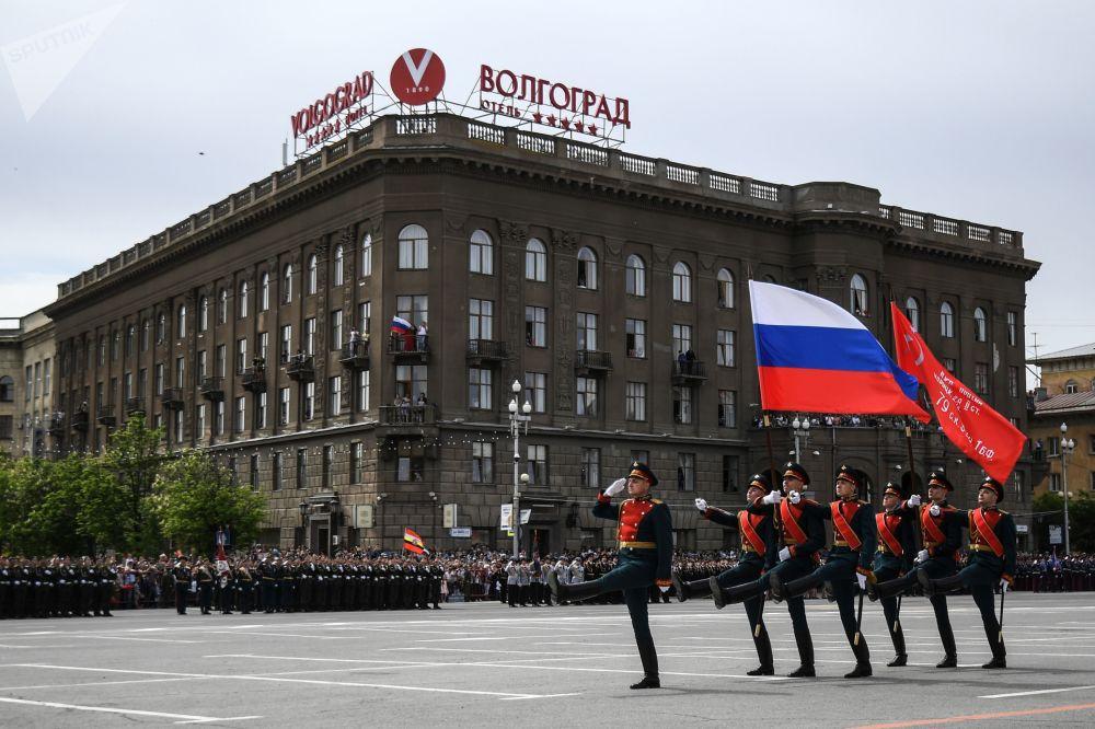 عرض عسكري بمناسبة الذكرى الـ 73 لعيد النصر على قوات ألمانيا النازية  في الحرب الوطنية العظمى (1941 - 1945) في فولغوغراد، 9 مايو/ أيار 2018