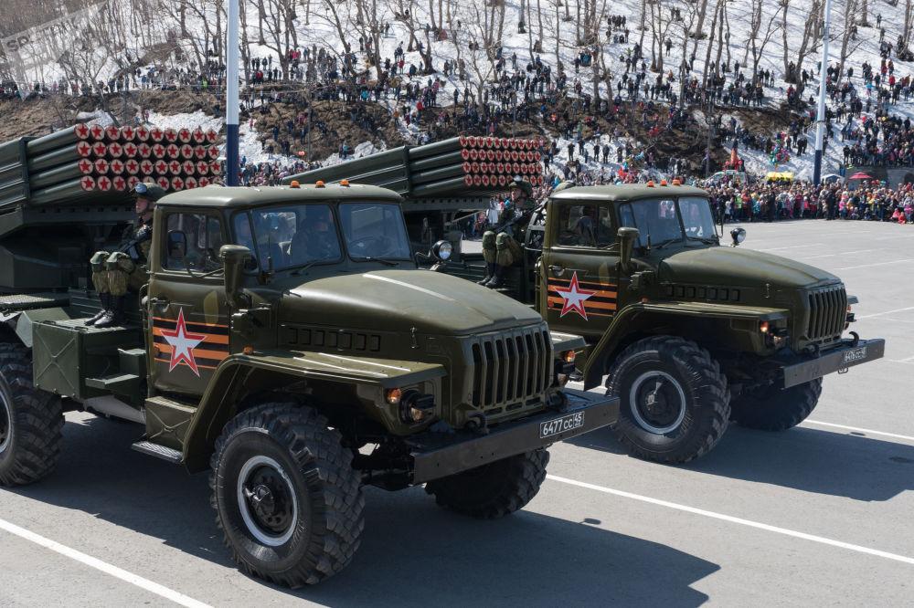 عرض عسكري بمناسبة الذكرى الـ 73 لعيد النصر على قوات ألمانيا النازية  في الحرب الوطنية العظمى (1941 - 1945) في بيتروبالوفسك-كامتشاتكا، 9 مايو/ أيار 2018