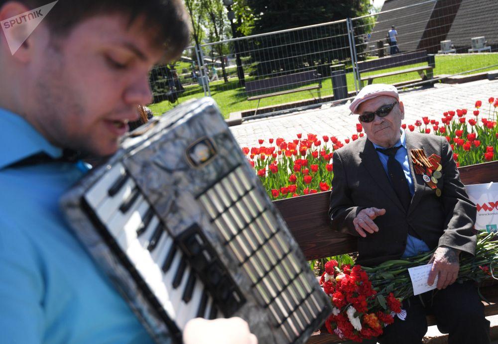احتفالات بمناسبة الذكرى الـ 73 لعيد النصر على قوات ألمانيا النازية  في الحرب الوطنية العظمى (1941 - 1945) في موسكو، 9 مايو/ أيار 2018