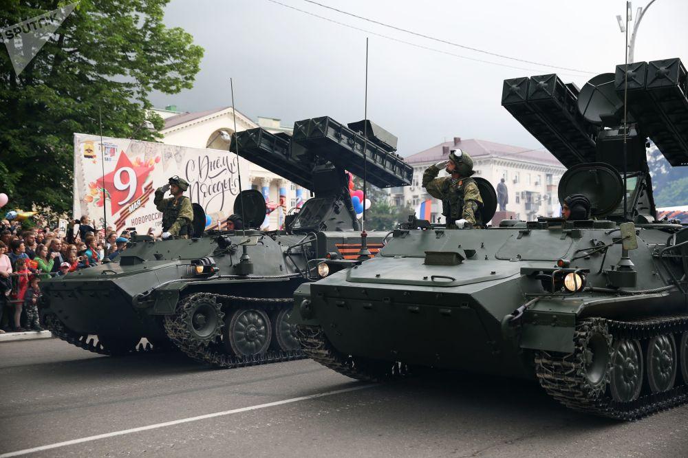 عرض عسكري بمناسبة الذكرى الـ 73 لعيد النصر على قوات ألمانيا النازية  في الحرب الوطنية العظمى (1941 - 1945) في نوفوروسيسك، 9 مايو/ أيار 2018
