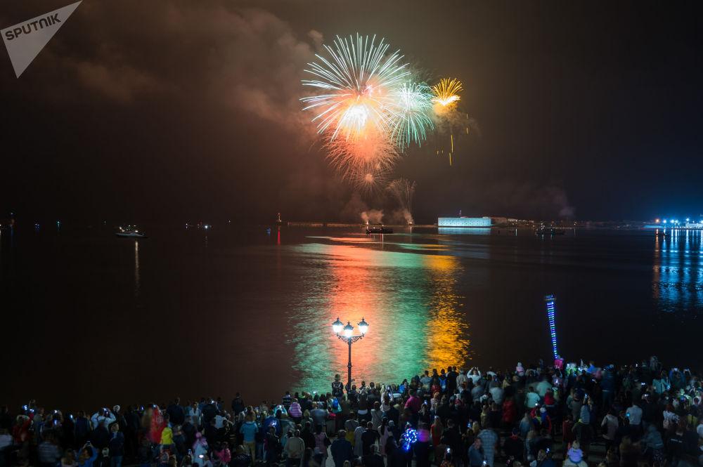 ألعاب نارية بمناسبة الاحتفال بالذكرى الـ 73 لعيد النصر في سيفاستوبل، القرم