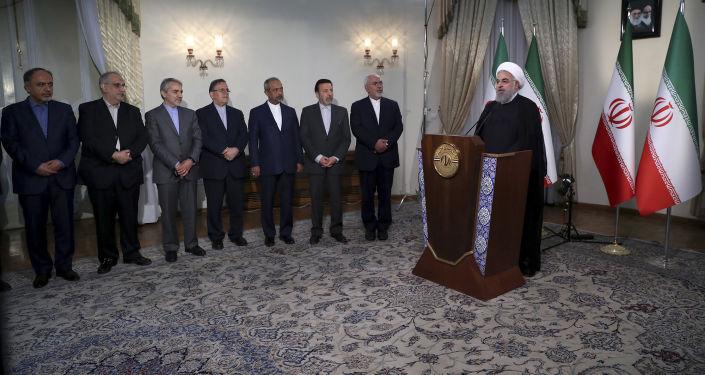 الرئيس الإيراني حسن روحاني خلال خطابه بعد خروج دونالد ترامب من صفقة الاتفاق النووي مع إيران، 8 مايو/ أيار 2018