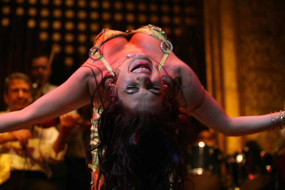 الراقصة، كاتيا، في مهرجان القاهرة للرقص الشرقي، مصر 27 يونيو/ حزيران 2006