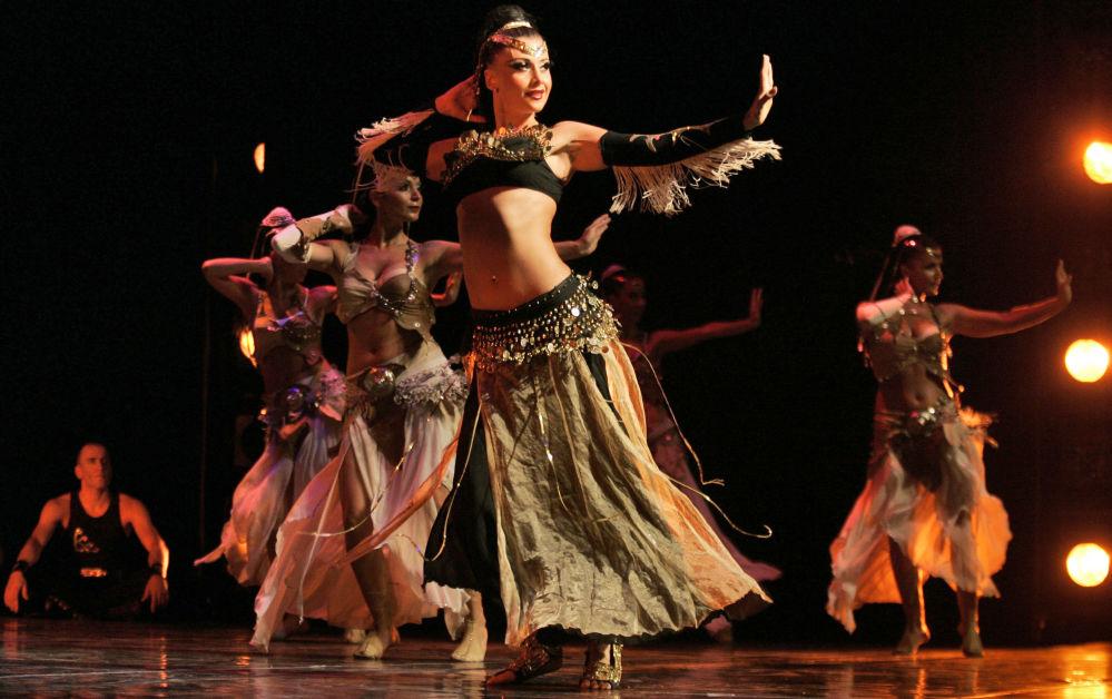 فرقة الرقص الشرقية التركية Fire of Anatolia (نار الأناضول) خلا ل عرض فني في رام الله، الضفة الغربية 8 يوليو/ تموز 2008