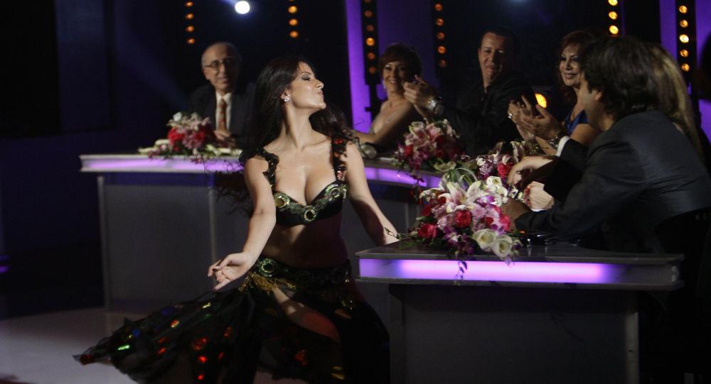 الراقصة اللبنانية جوزيدا مهنا بعد فوزها بجائزة أفضل رقص في نهاية موسم ستوديو الفن في بيروت، لبنان 5 يونيو/  حزيران 2010
