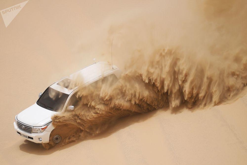 سفاري على سيارات الجيب في صحراء خور العديد في الدوحة، قطر