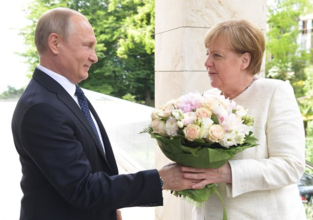 الرئيس فلاديمير بوتين يستقبل المستشارة الألمانية أنجيلا ميركل في سوتشي، 18 مايو/ أيار 2018
