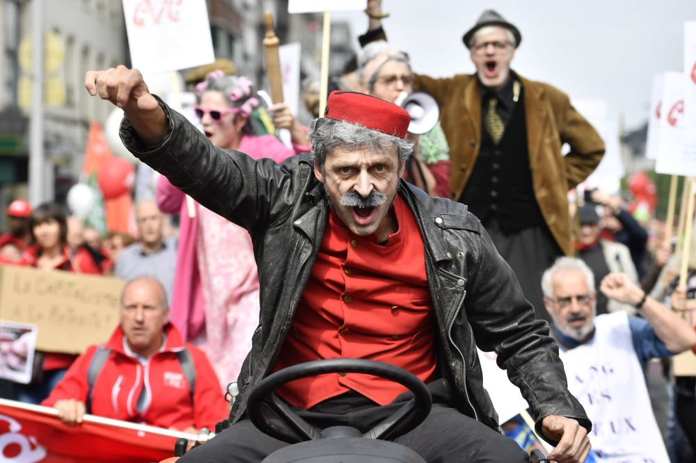 مشاركون في مظاهرة دعت إليها نقابة العمال البلجيكية للمطالبة بمستحقات معاشاتهم التقاعدية في بروكسل، 16 مايو/ أيار 2018