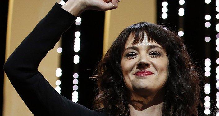 الممثلة الإيطالة آسيا أرجينتو في ختام مهرجان كان السينمائي الدولي الـ 71، 19 مايو/أيار 2018
