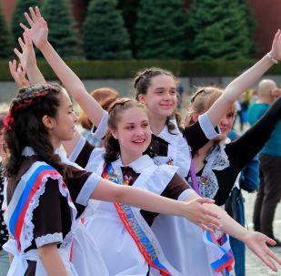 الجرس الأخير - الاحتفال بآخر يوم في المدرسة في موسكو