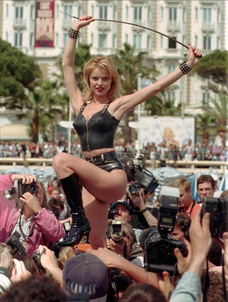 عارضة الأزياء التشيكية يفا هيرزيغوفا في كان، فرنسا 11 مايو/ أيار 1996