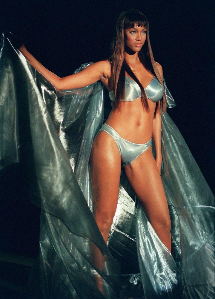 عارضة الأزياء تايرا بانكس في عرض فيكتوريا سيكريت للأزياء الداخلية في نيويورك،  3 فبراير/ شباط 1999