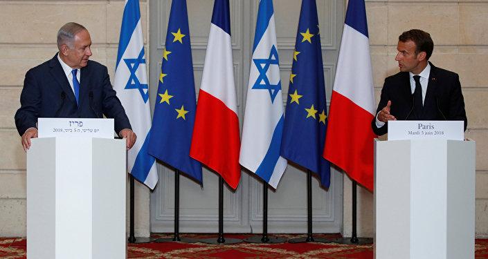 نتنياهو وماكرون خلال مؤتمر صحفي في باريس