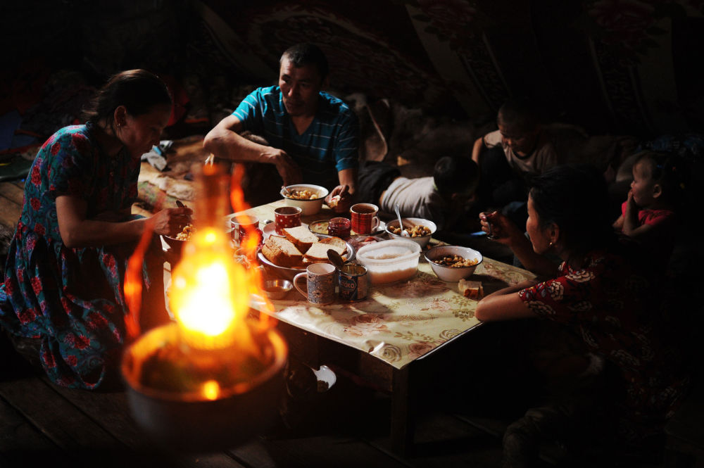 عائلة رعاة لغزال الرنة من منطقة يامال-نينيتس الروسية