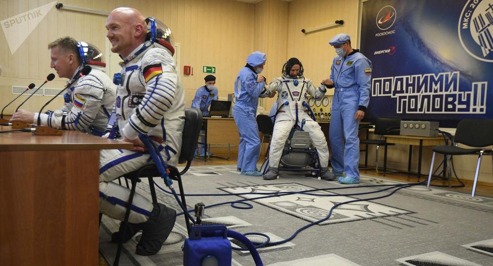 إطلاق مركبة الفضاء سويوز إم إس - 09 من قاعدة بايكونور في كازاخستان التي تحمل طاقم البعثة the ISS Expedition 56-57 - رائد فضاء روس كوسموس الروسي سيرغي بروكوليوف، ورائدة فضاء ناسا الأمريكية سيرينا أونيون تشينسلور، ورائد فضاء إيكا الألماني ألكسندر غرست