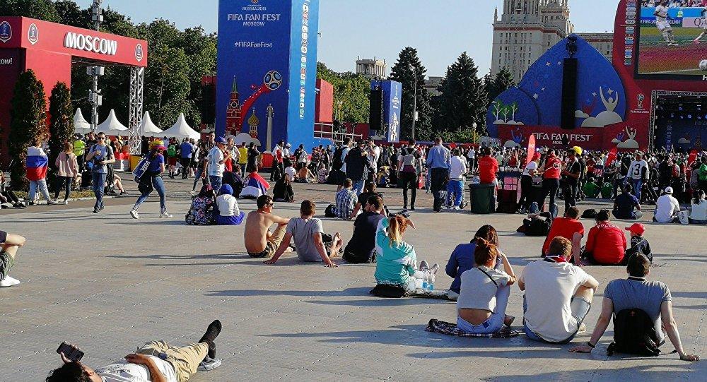 أجواء متابعة مباريات كأس العالم في موسكو روسيا 2018