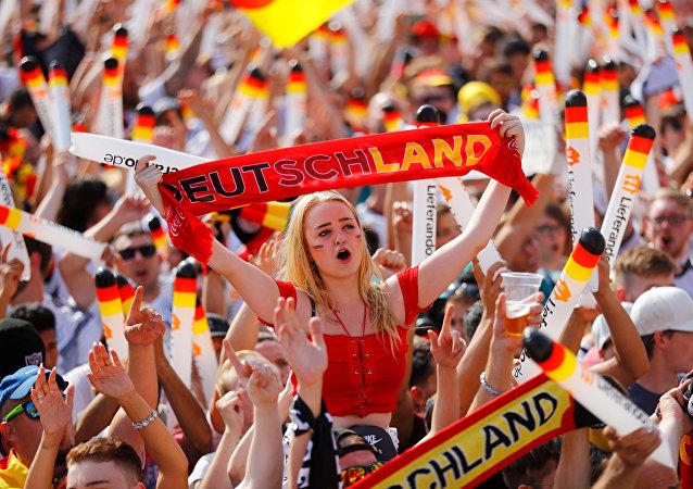 مشجعو المنتخب الألماني من مباراة ألمانيا والمكسيك