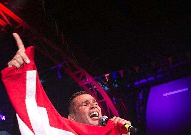 عمرو دياب في حفله الغنائي في العاصمة الروسية موسكو، الاثنين 18 يونيو/حزيران 2018