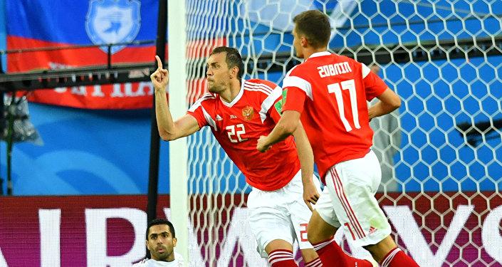 احتفال المنتخب الروسي بالهدف الأول