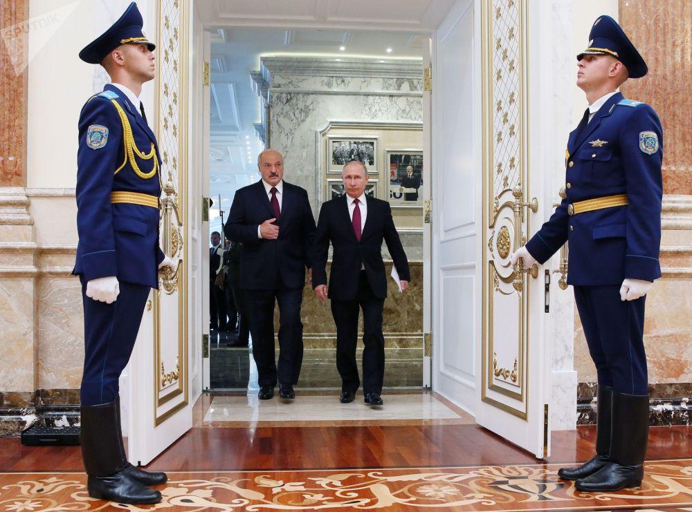 الرئيس الروسي فلاديمير بوتين والبيلاروسي اليكسندر لوكوشينكو في العاصمة البيلاروسية مينسك