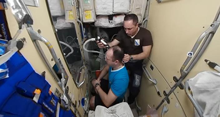 عملية الحلاقة في الفضاء