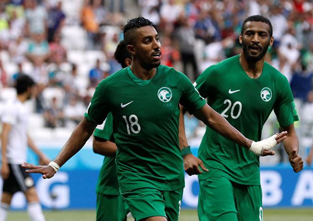 اللاعب السعودي سالم الدوسري في مباراة السعودية ومصر في بطولة كأس العالم، 25 يونيو/حزيران 2018