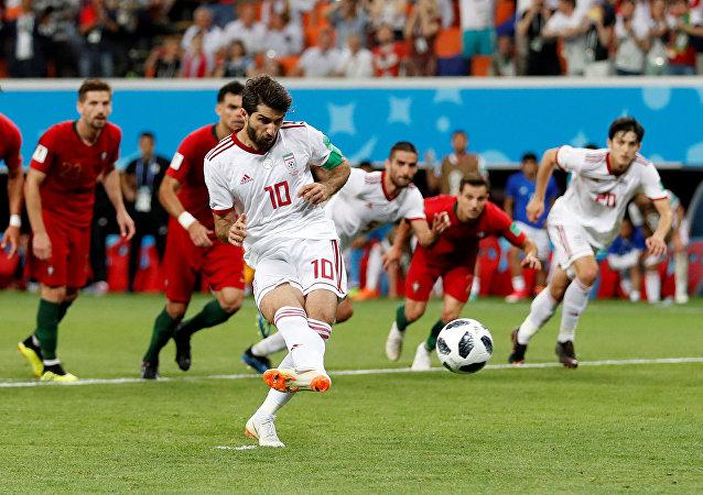 كريم أنصار تسديد ركلة جزاء أمام البرتغال