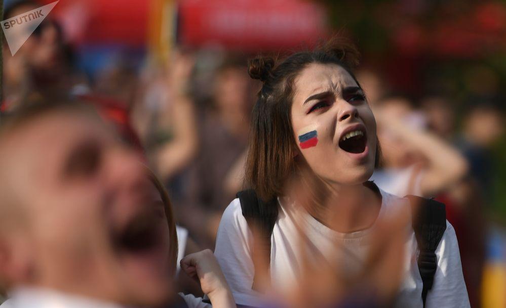 روسية غاضبة بسبب إحراز منتخب الأوروغواي هدفا في شباك روسيا