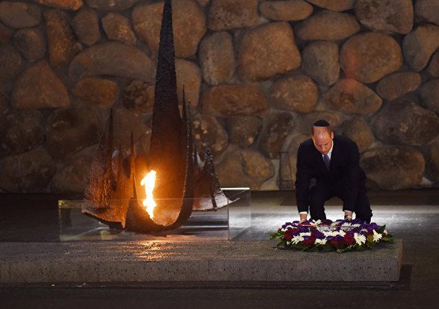 الأمير البريطاني وليام يضع إكليلا من الزهور على نصب ضحايا المحرقة النازية في تل أبيب، 26 يونيو/حزيران 2018