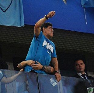 اللاعب الأرجنتيني مارادونا