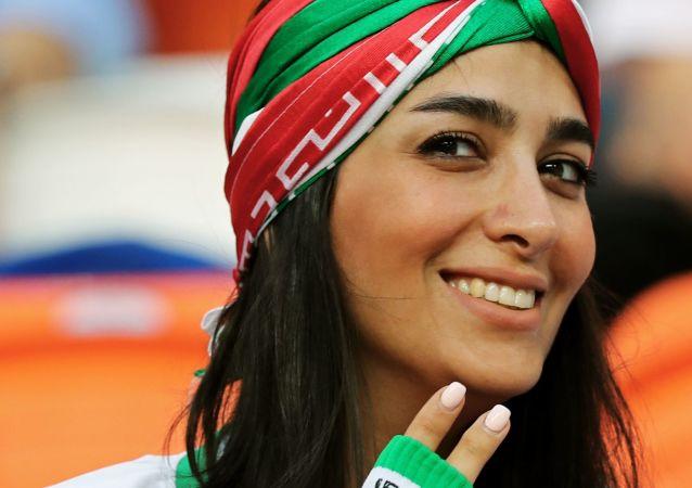 مشجعة إيرانية جميلة أخرى