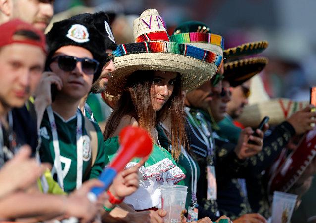 مشجعو المكسيك قبل بداية مباراة منتخبهم مع السويد في منافسات كأس العالم روسيا 2018