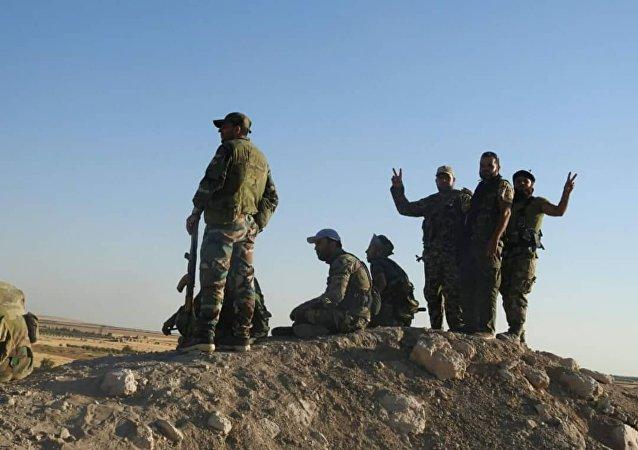 مجموعة المقاتلين السوريين الذين تلاعبو بالقناص