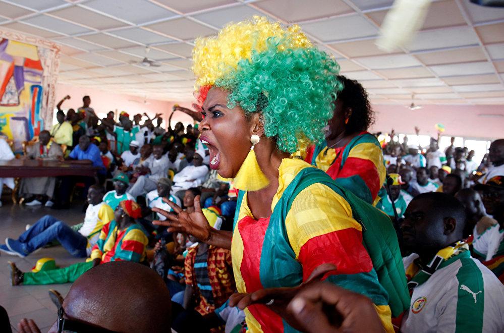 مشجعة من السنغال خلال مباراة المنتخب السنغالي