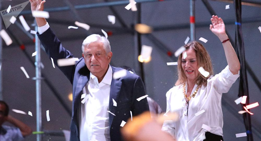 الرئيس المكسيكي الفائز لوبيز أوبرادور
