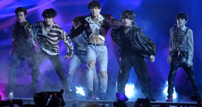 الفرقة الغنائية الجنوبية الكورية BTS