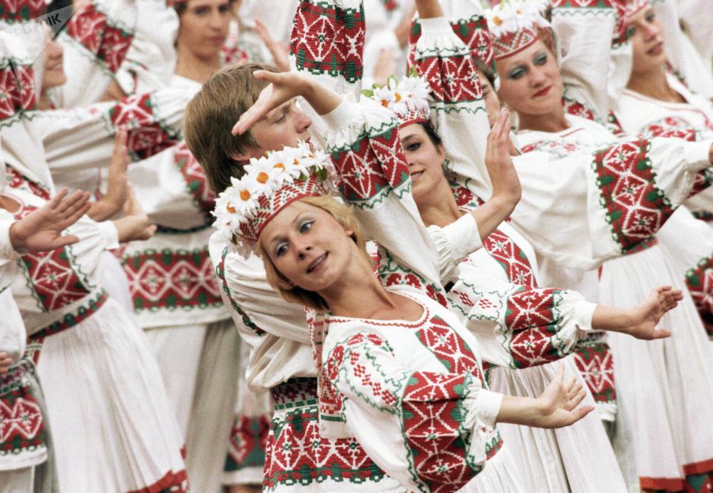 فرقة الرقص صداقة الشعوب خلال حفل افتتاح الدورة الـ 22 للألعاب الأولمبية الصيفية في موسكو، 1980