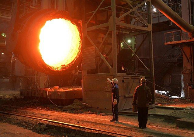 مصنع أعمال الحديد والصلب روسيا