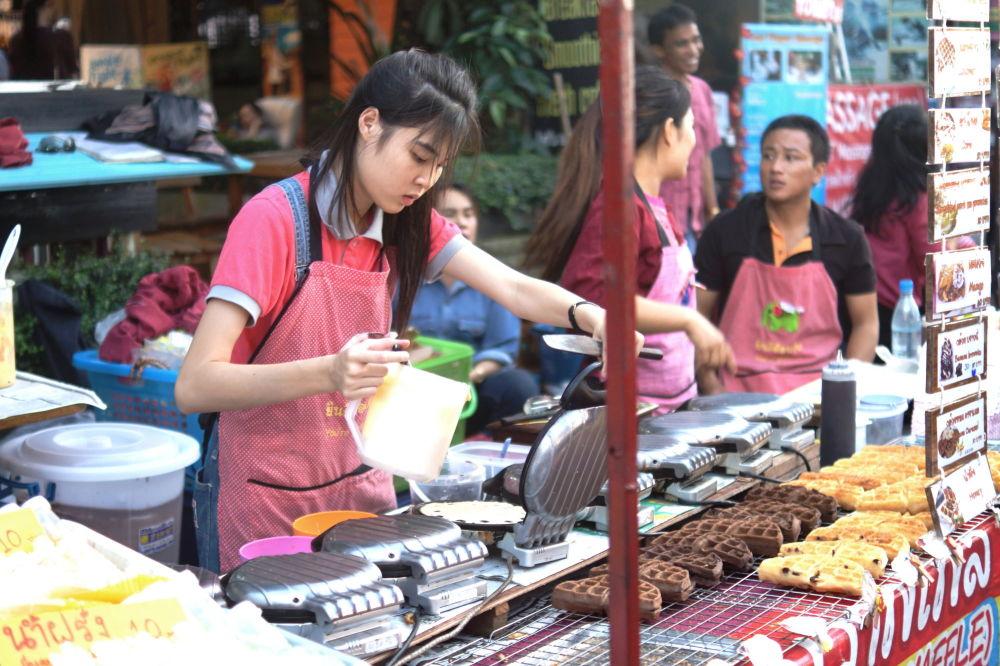 سوق الأحد (ساندي ماركيت) في شيانغ ماي، تايلاند