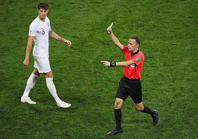 بطاقة صفراء أولى في المباراة من نصيب لاعب كرواتيا أنتي ريبيتش