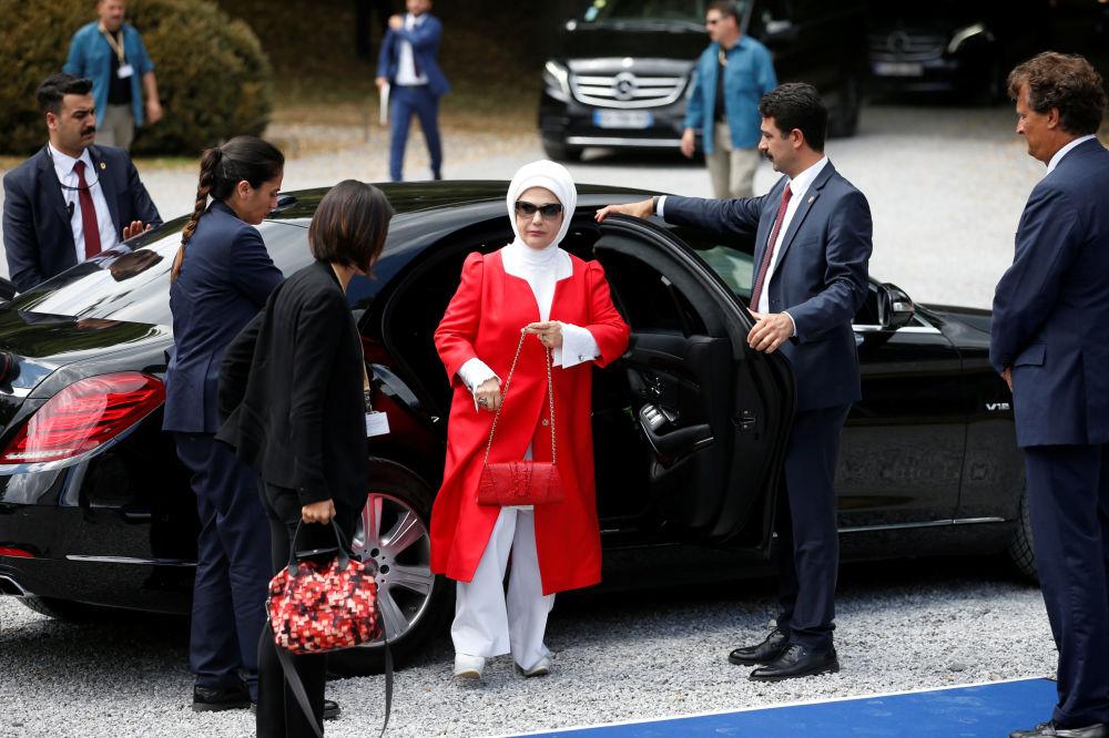 وصول السيدة الأولى التركية أمينة إردوغان إلى معهد الملكة إليزابيث للموسيقى في واترلو، في إطار قمة لدول حلف الناتو ،  بلجيكا 11 يوليو/ تموز 2018