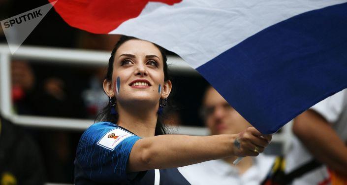 مشجعات المنتخب الفرنسي في كأس العالم 2018