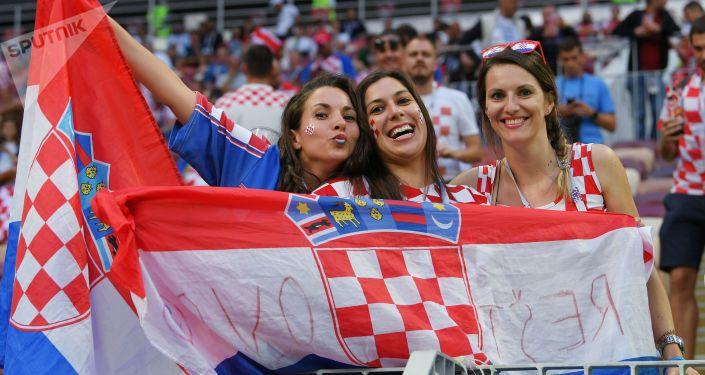 مشجعات المنتخب الكرواتي في كأس العالم 2018